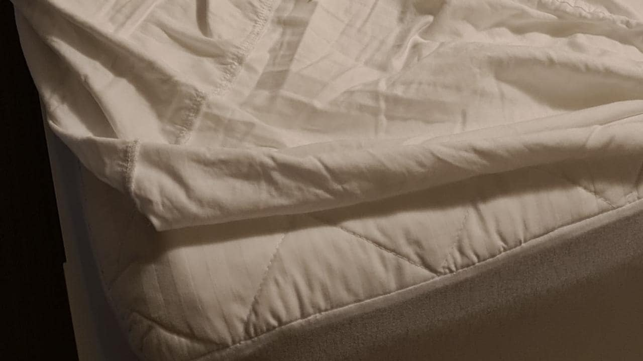 Mums Who Clean Facebook group discover fitted sheet label hack