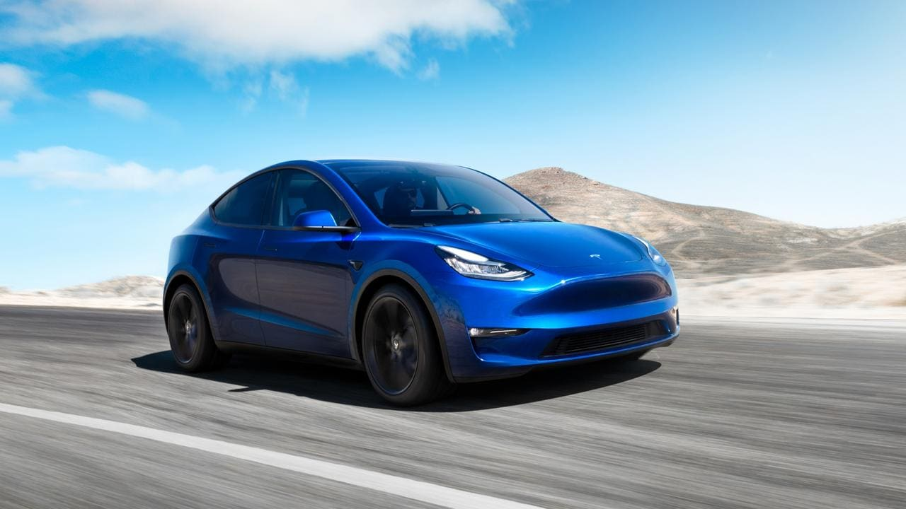 Tesla crashes into stationary police car while allegedly using Autopilot
