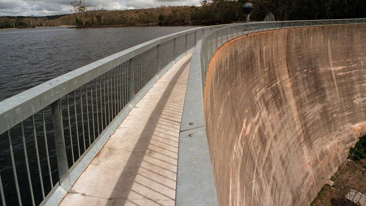 Man, baby plunge to deaths from Whispering Wall